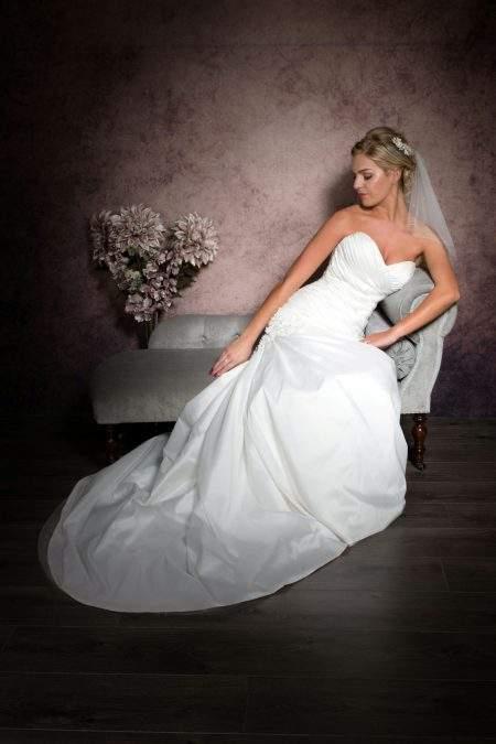 SALE! Jessie – two tier shoulder length bridal veil with diamantes – light ivory