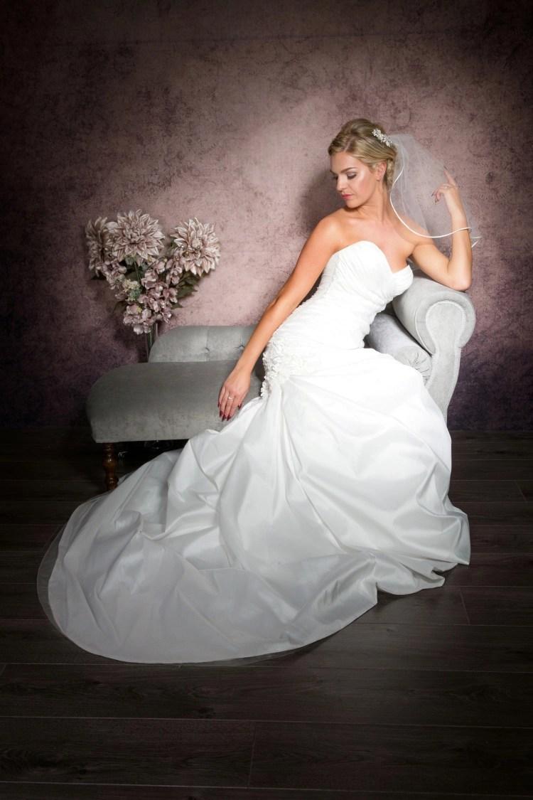 shoulder length veil with ribbon trim