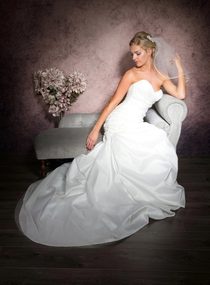 shoulder length veil with ribbon trim