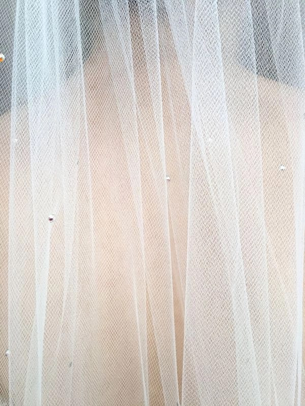 Scattered Ab diamantes veil beads