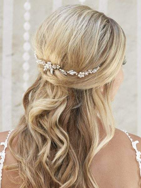 AR575 – small bridal hair vine with diamantes & pearls