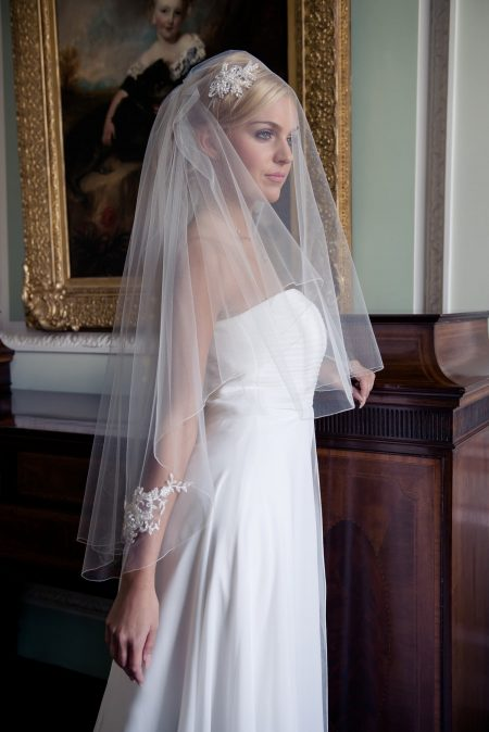 Cassandra – two layer hip length veil with lace appliques