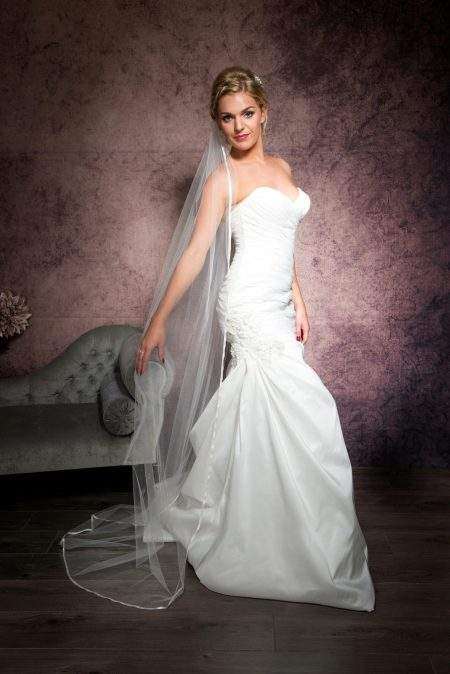 SALE! Eliza – single layer floor length veil with ribbon edging -light ivory