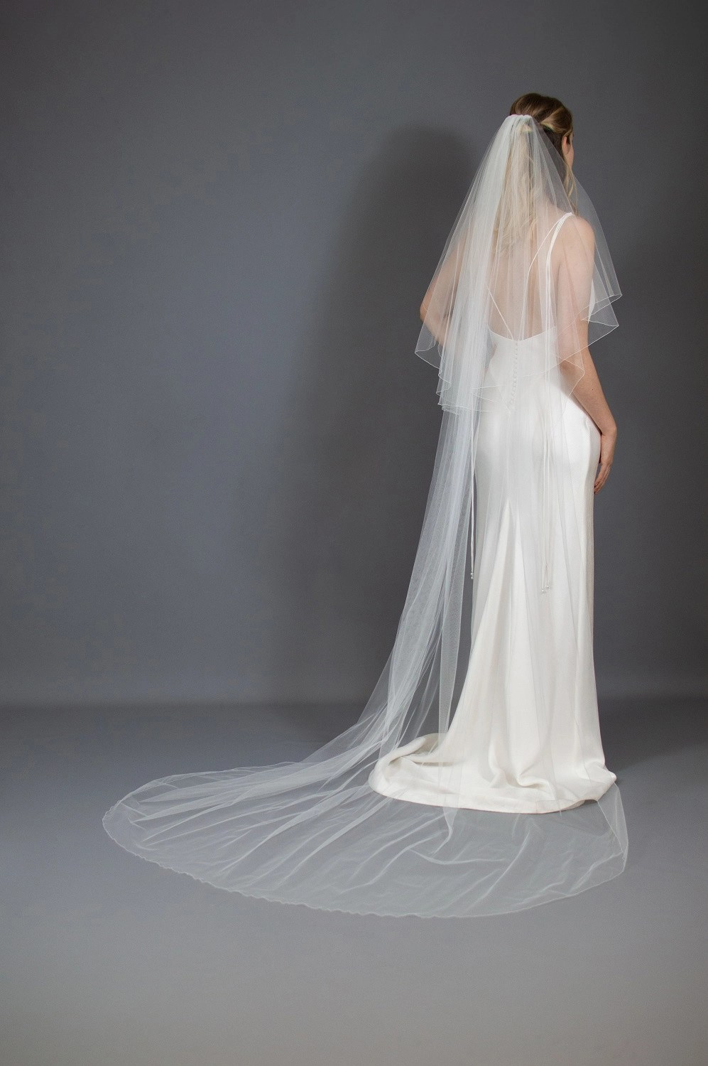 Two layer chapel length veil guide