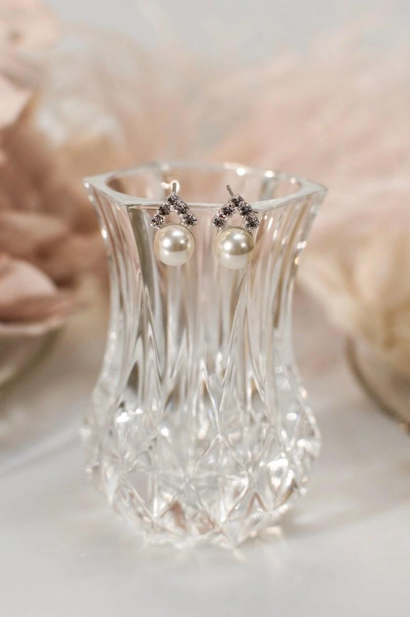 tls1576 earrings on glass