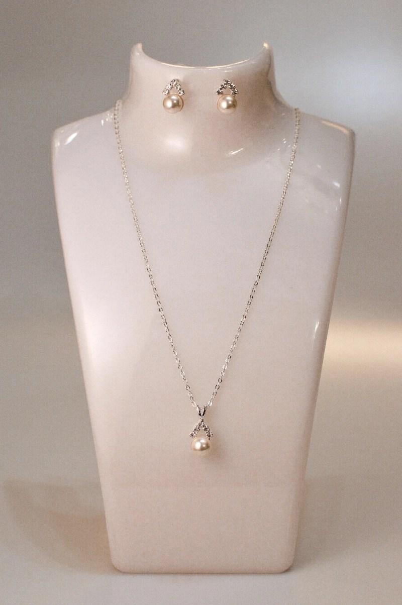 tls1576 jewellery set on white bust