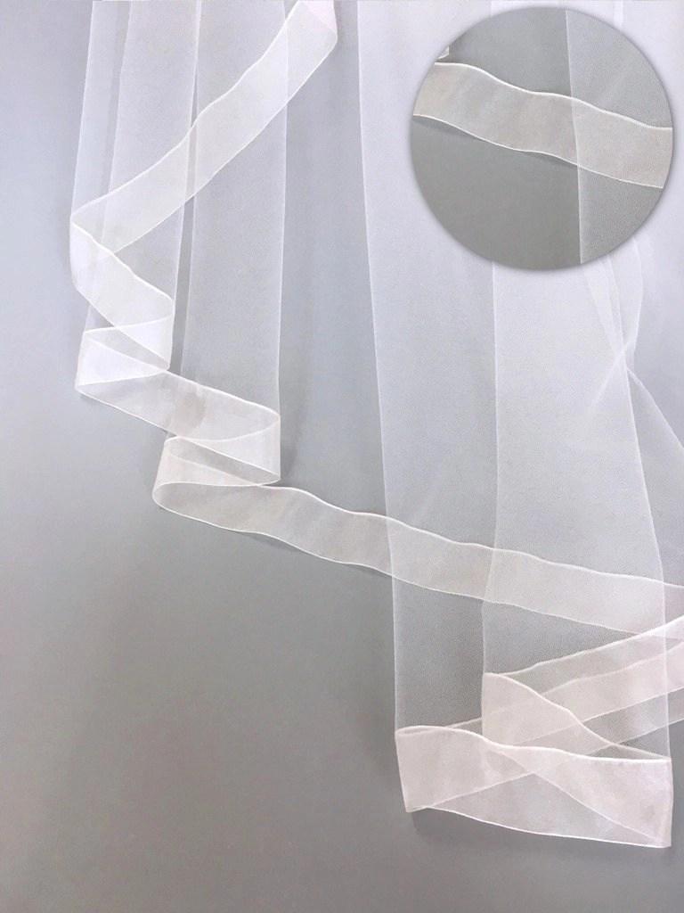 Veil with ribbon edge finish