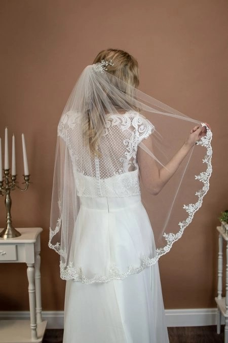ALANA – single layer hip length veil with silver & ivory lace & a hand beaded edge