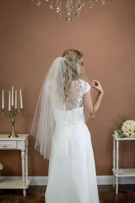ERICA – single layer hip length veil with a simple edge