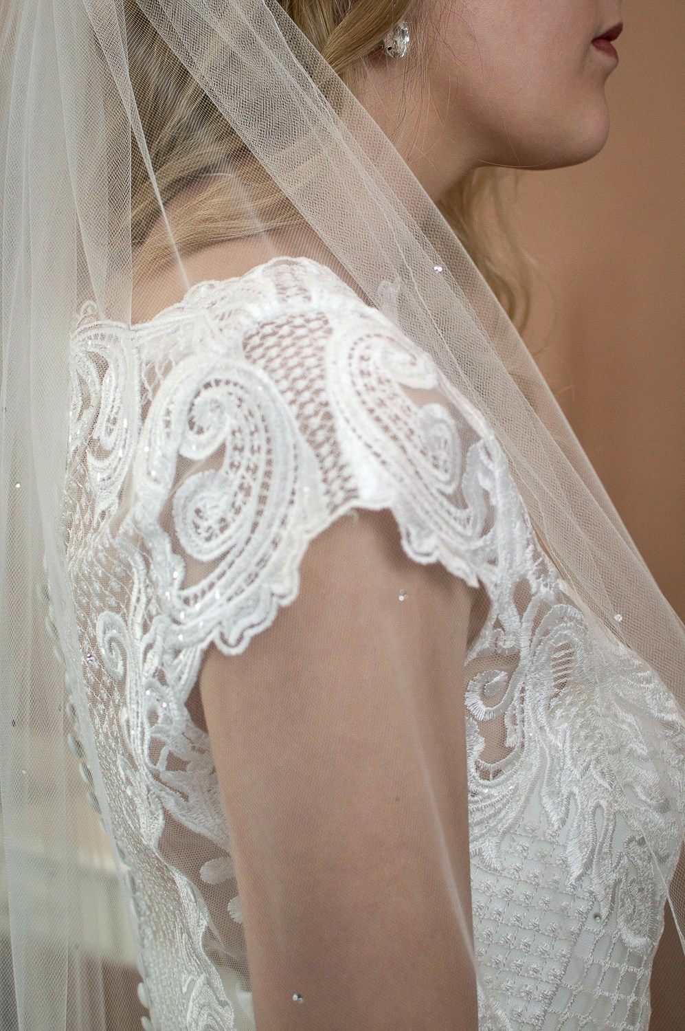 Mia - single layer hip length veil with a pencil edge and scattered diamantes closeup