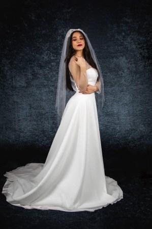 TINA – one tier plain cut edge wedding veil in fingertip length