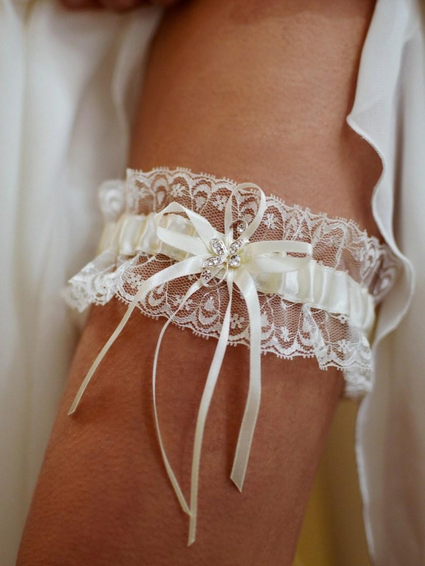 Pretty ivory wedding garter with diamante brooch detail on leg TLG511