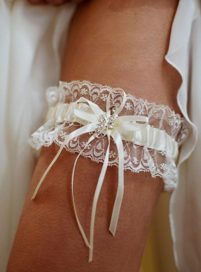 Pretty ivory wedding garter with diamante brooch detail on leg TLG511