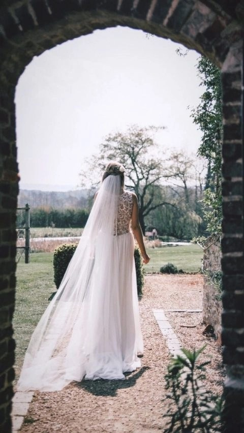 Gorgeous real bride Lucy wearing our bestselling Brooke veil