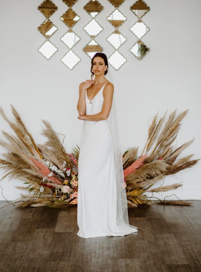 Charlotte – one layer floor length veil with a pencil edge (main)