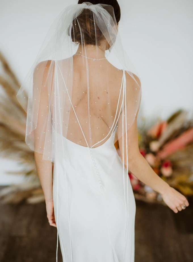 "Chloe - one layer elbow length veil with pearls ""falling stars"""
