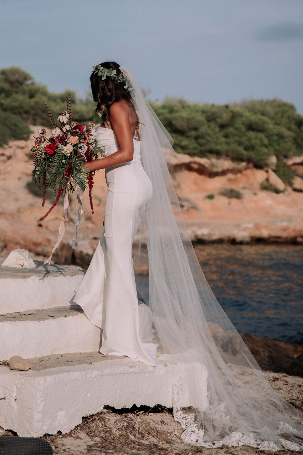 cathedral veil, outdoor wedding