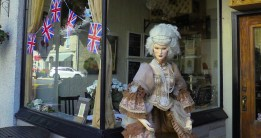 Marie Antoinette Greeter Perth's 200th