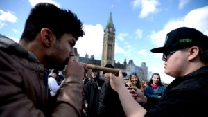 Feds to announce plan to pardon Canadians convicted of simple possession of pot