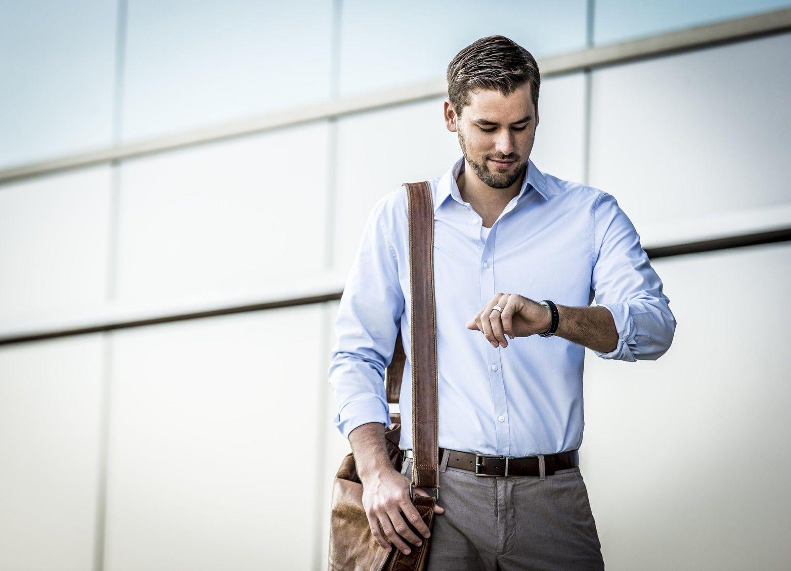 activity-tracker-wristband-1