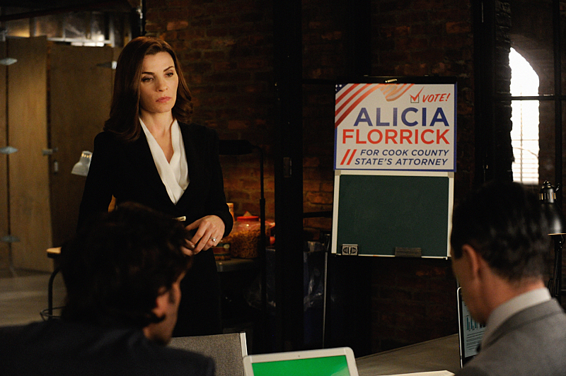"""The Trial""-- When Cary's  case goes to trial, a plea deal offer has him seriously considering jail time.  Also, a joke between mother and daughter lands Alicia (Julianna Margulies ) in trouble as her campaign for State's Attorney is in full stride, on THE GOOD WIFE, Sunday, Nov. 23 (9:30-10:30 PM, ET/9:00-10:00 PM, PT), on the CBS Television Network. Photo: Jeffery Neira ©2014 CBS Broadcasting, Inc. All Rights Reserved"