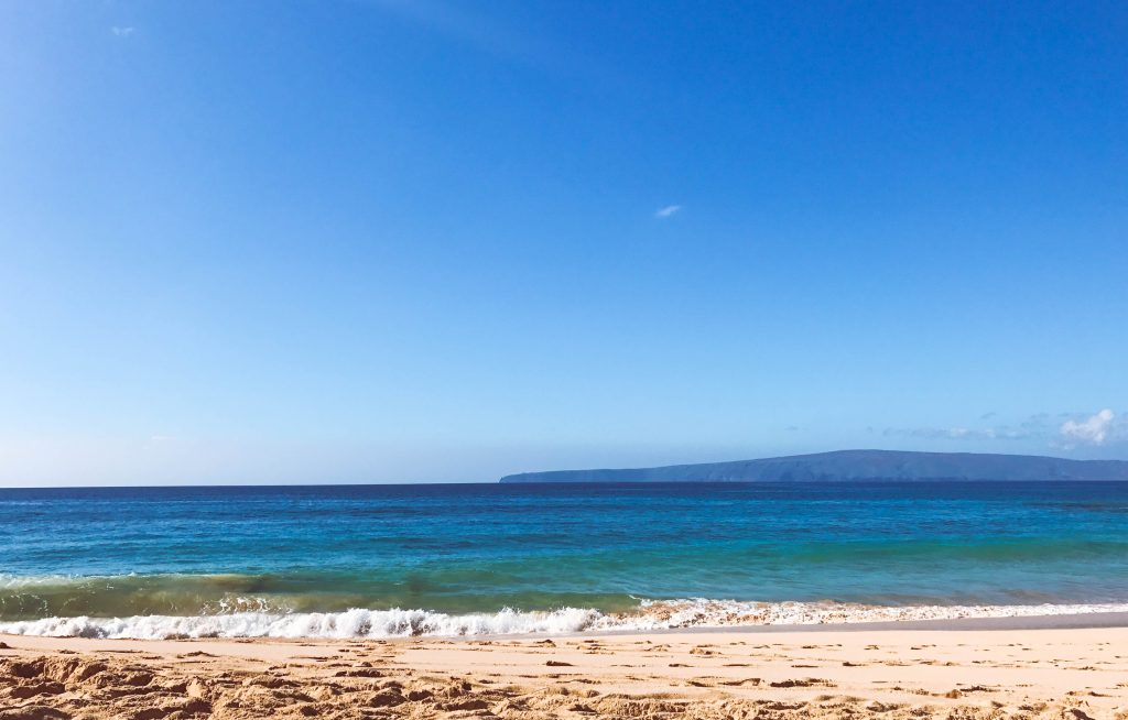Makena Beach, Flytographer, Maui, Hawaii, Honeymoon, Maui Things to Do, Maui Places to Eat, Maui Newlyweds, Maui itinerary #maui #travelblog #traveltips