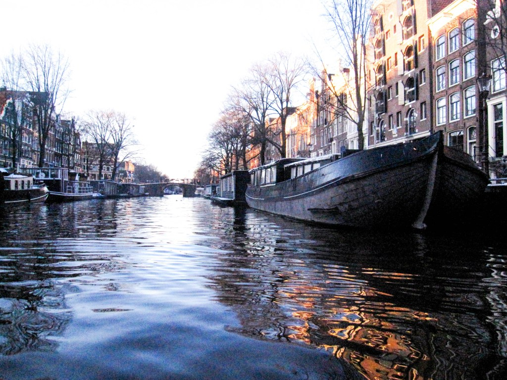 Amsterdam canal cruise, travel blogger