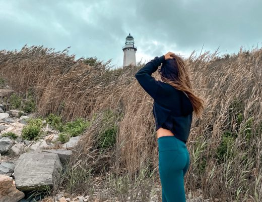 Montauk lighthouse on gloomy day - weekend in Montauk, New York, Montauk, weekend getaway, girls trip, the Hamptons, weekend in the Hamptons #travelguide #montauk #weekendgetaway