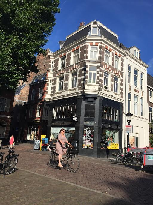 Utrecht is a charming city in the center of the Netherlands. There's lots to do including walking the lovely canals, shopping and museums! Let's go!