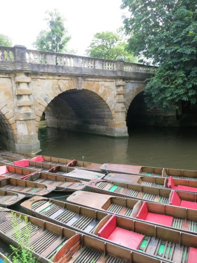 oxford punts - Oxford is an historic university town with beautiful sights to see. Here are eight things you should see and do if you are in Oxford for a few days. - Weekend in Oxford