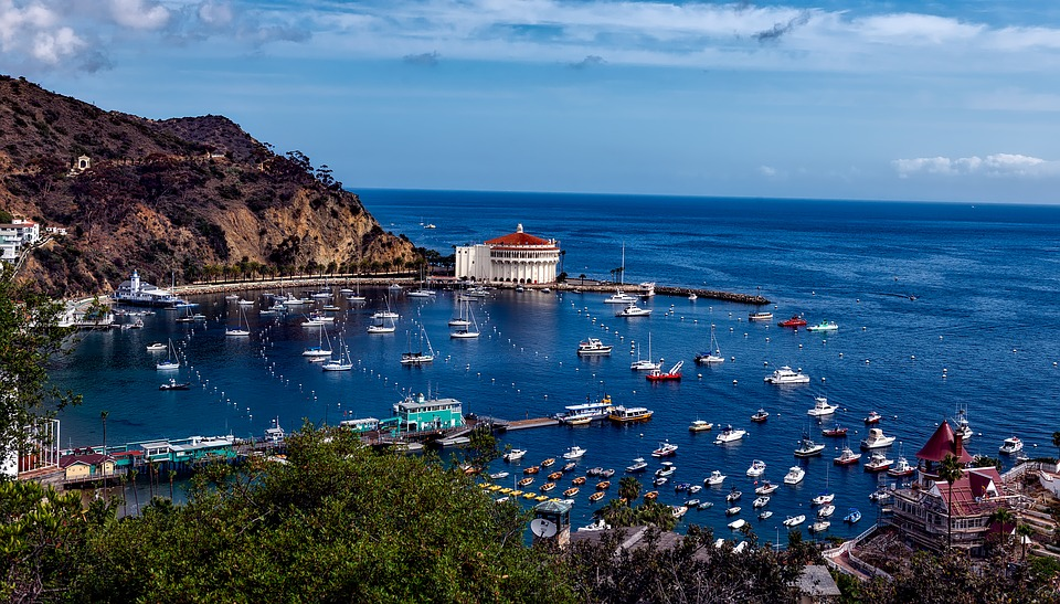 catalina island - avalon - Less than 50 miles of the coast of southern California lie eight peaceful hilly islands with lots of things to explore. Let's visit the California channel islands!