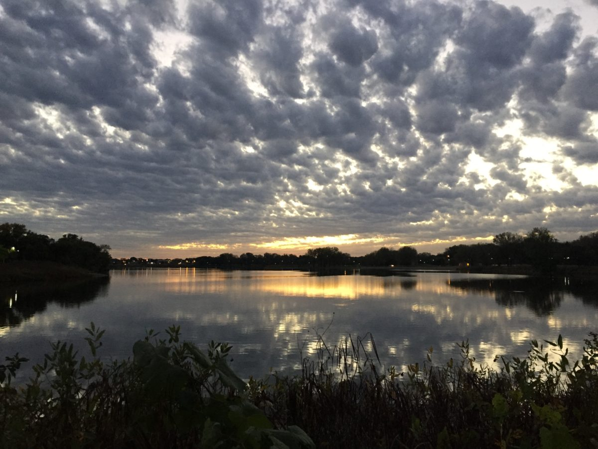 sunset on Gray's Lake - Craft Beer in Des Moines, Iowa - theweekendguide.com