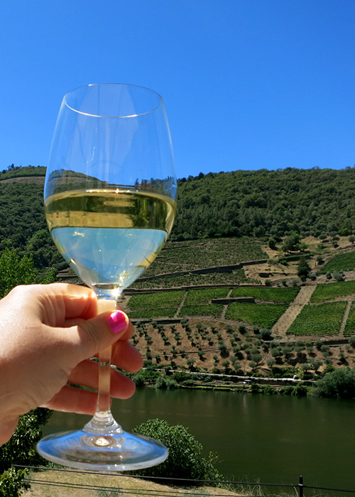 vinho verde - 7 Portuguese Foods You Should Try