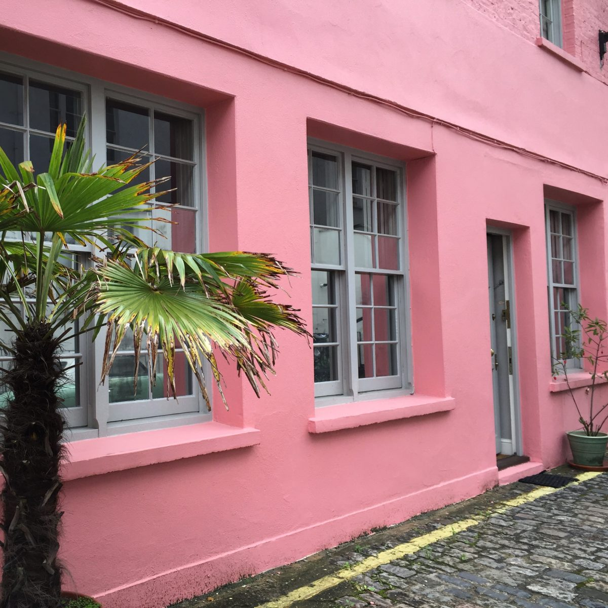 London Mews - Here are some of my favorite pretty places in London.- The Weekend Guide