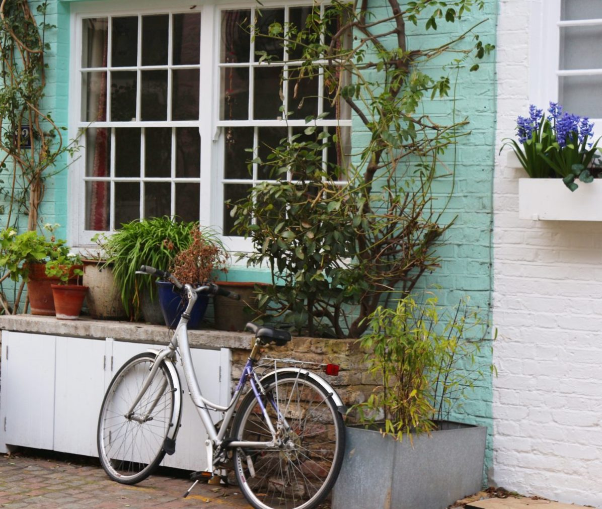 Mews - London Pretty Places - The Weekend Guide