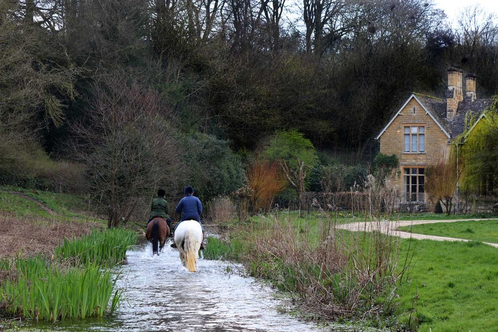 Day in the Cotswolds: Walks from Burton-On-The-Water-the weekend guide