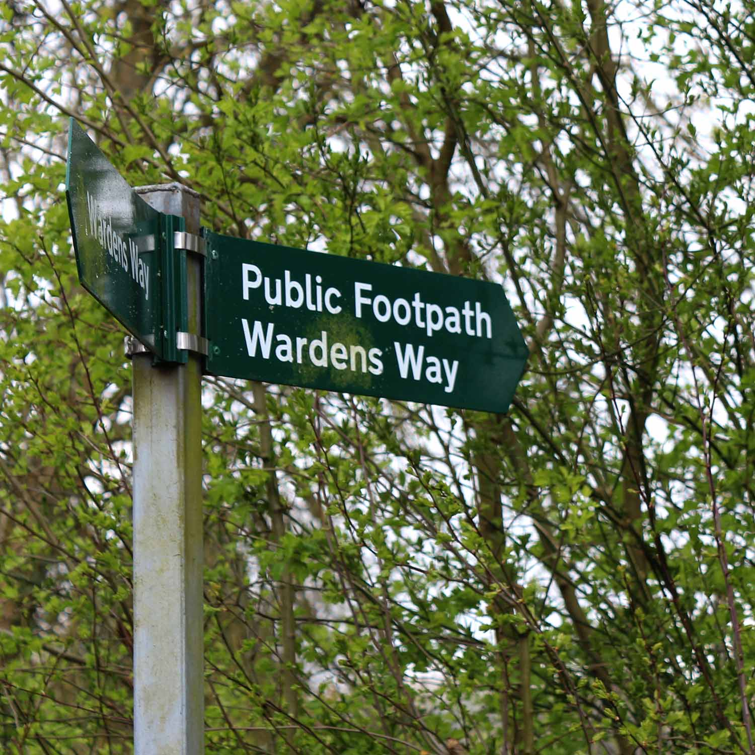 wardens way - the weekend guide - walking path from Bourton on the Water