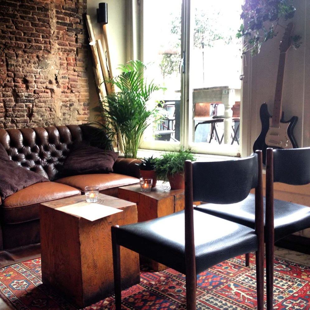 Have you heard about the new trend in coworking spaces? Set yourself up for the day in a restaurant that is closed!