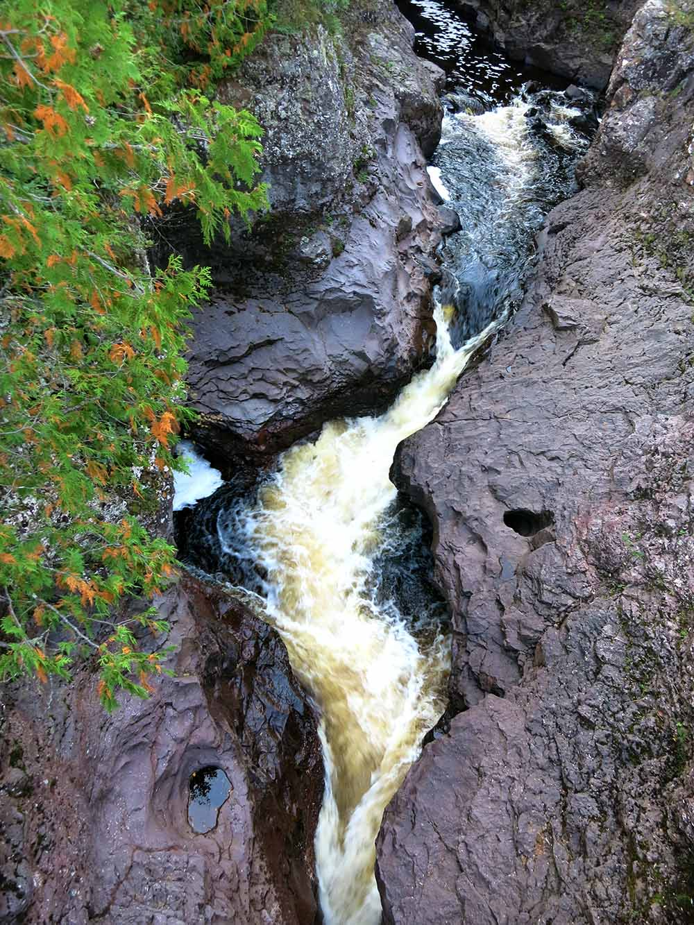 10 Waterfalls on Minnesota's North Shore - Temperance river gorge - Minnesota waterfalls