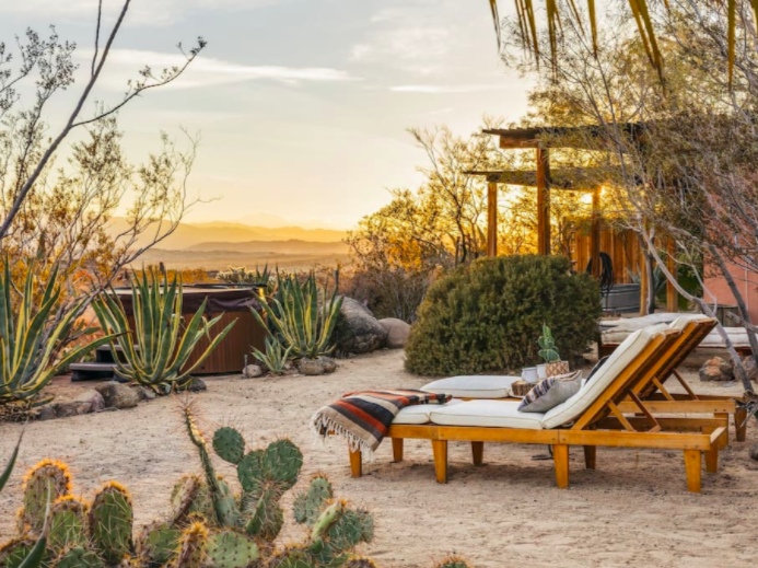 Best places to stay in Joshua Tree :: Joshua Tree National Park and surrounds have long been popular with artists, recluses and dreamers. Here are some amazing places to stay near Joshua Tree National Park including vacation rentals, campgrounds and hotels.