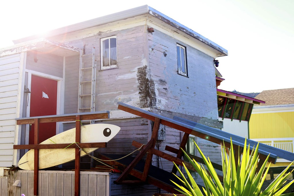 10 Cities to Live on a Houseboat - Floating Home Communities :: Sausalito is one of the nicest floating home communities in the US. Wake up to ducks floating past your bedroom window, then hop on the metro to work! Here are 10 houseboat communities that are in or near cities.