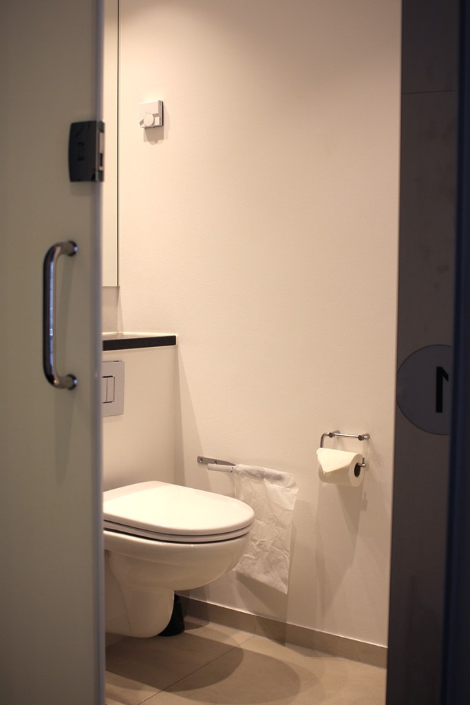 Steel House Hostel Copenhagen Review: private bathroom