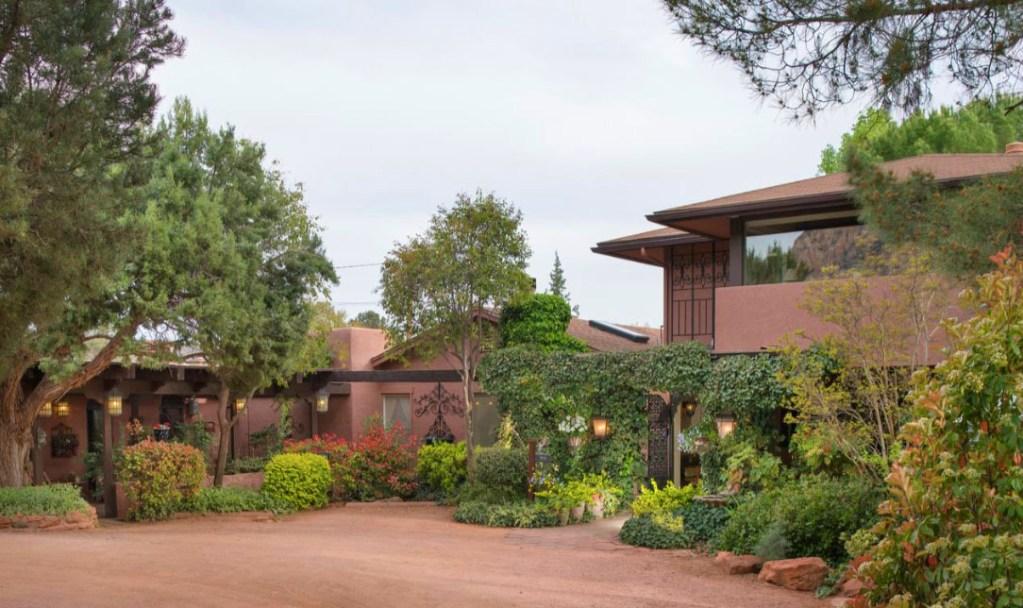 Best Places to Stay Near Sedona Arizona- Lantern Light Inn