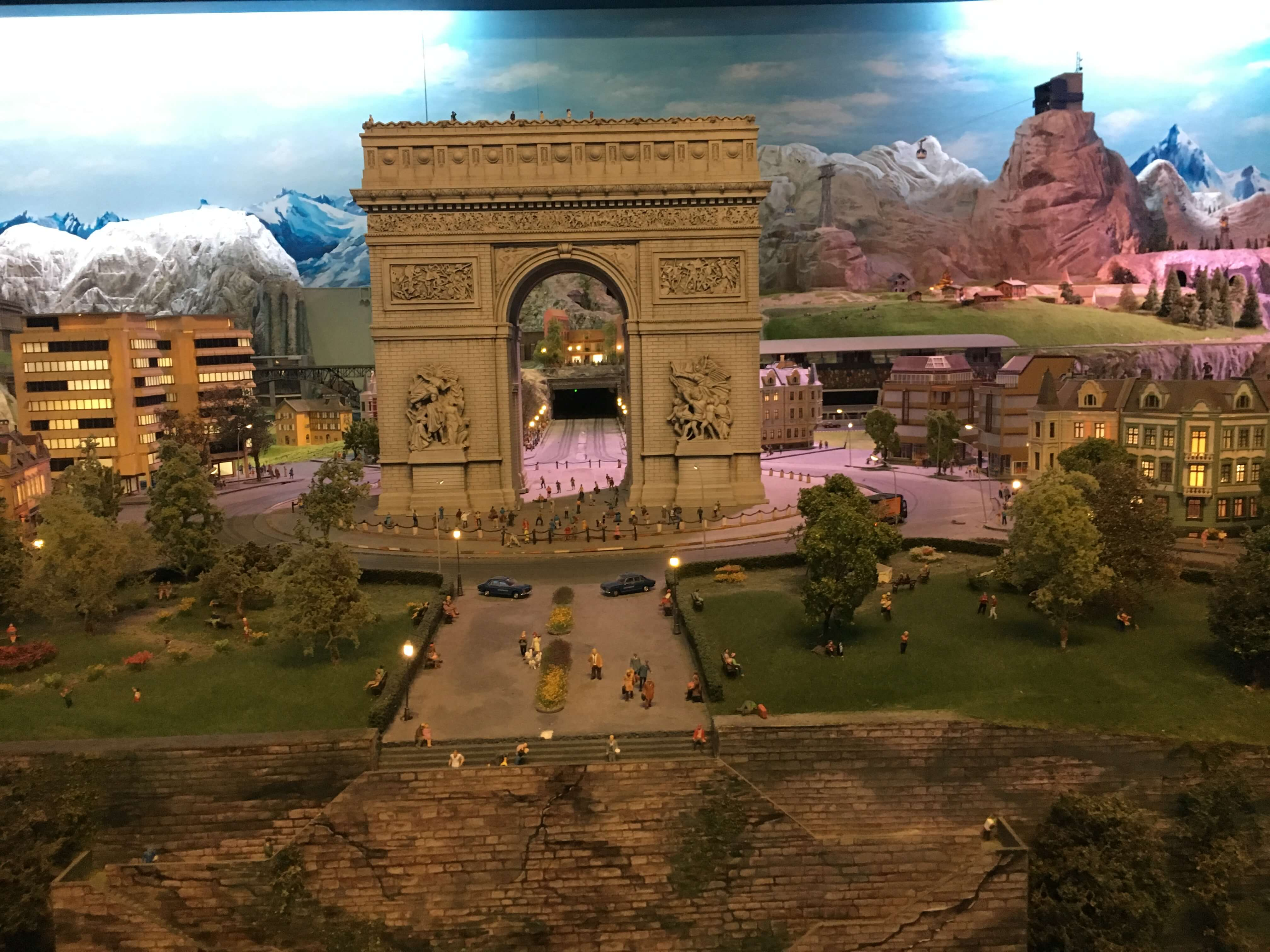 miniature scale models at gulliver's gate times square france