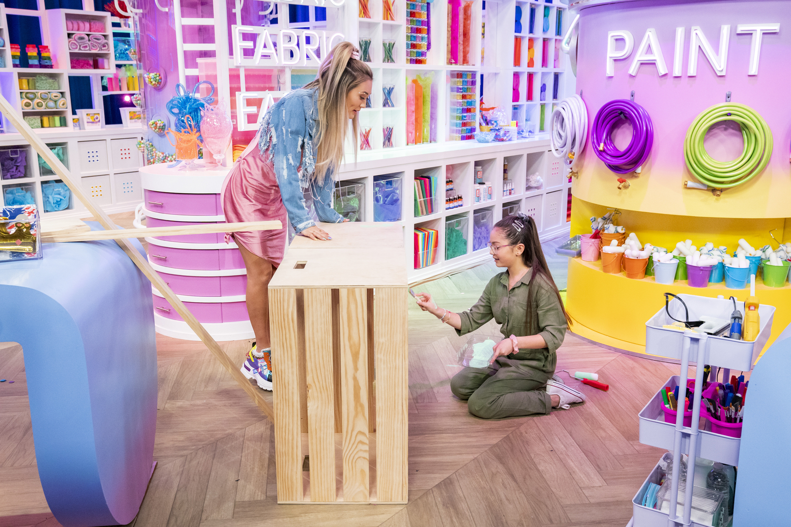 Looking for a new show to watch with your kids? Then you've got to check out Craftopia, an epic kids crafting competition show hosted and executive produced by YouTube influencer Lauren Riihimaki aka (LaurDIY).