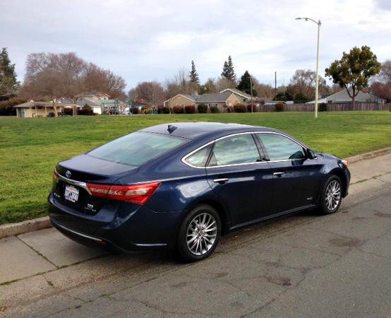 2017 Toyota Avalon Hybrid: Stylishly efficient