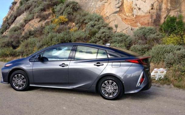 2017 Toyota Prius Prime has short shift, not short shrift