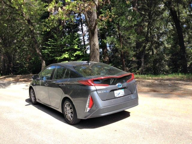 2017 Toyota Prius Prime fares well on the long, winding road