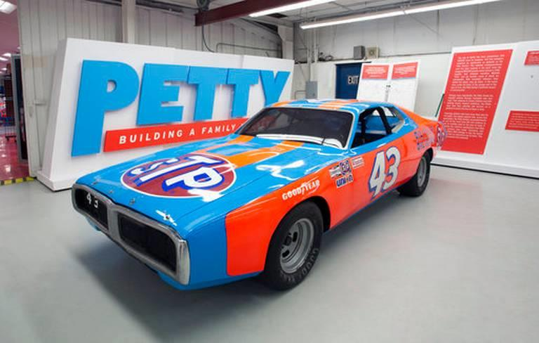 Richard Petty set to auction career of racing stuff (live)