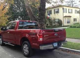 The Ford F-150 will be available as a hybrid in 2020.